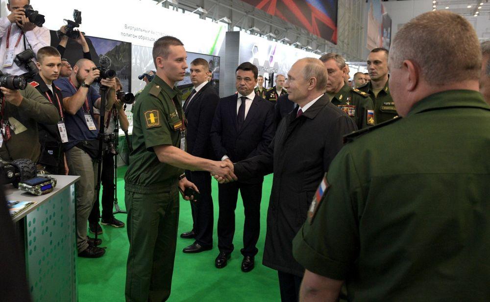 Выпускник ВолГУ стал лучшим на военно-техническом форуме, с чем его поздравил Владимир Путин