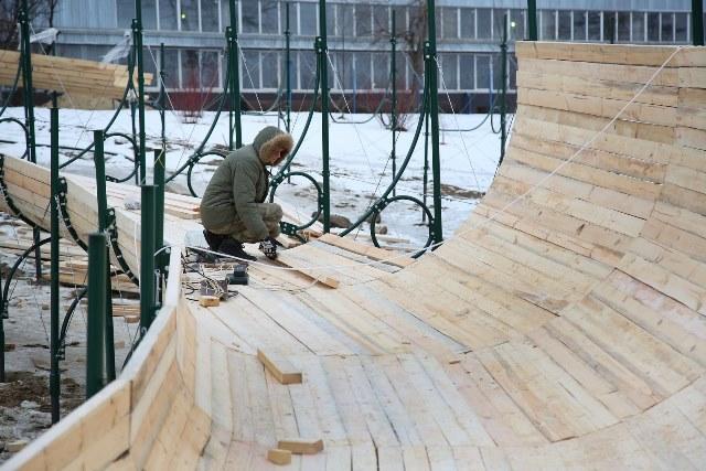 Трассы для тюбинга монтируют на склонах поймы Царицы в Волгограде