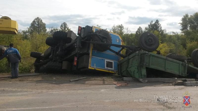 Шофёр ВАЗа разбился насмерть о фургон под Волгоградом