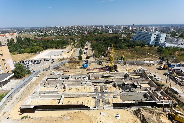 Строительство вертолетной площадки у25-й клиники вВолгограде вышло на завершающий этап