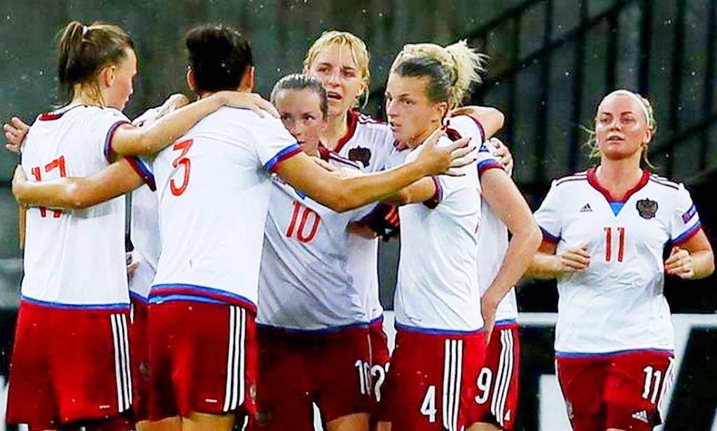 Женская сборная Российской Федерации салтайской футболисткой всоставе уступила Италии иБразилии