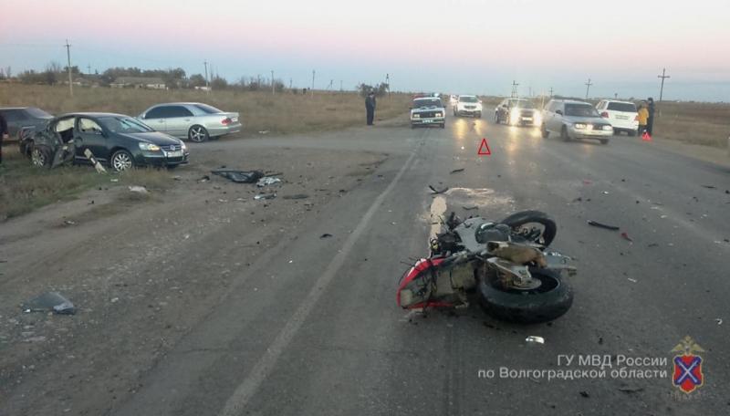 Среднеахтубинском районе 34-летний мотоциклист умер втройном ДТП
