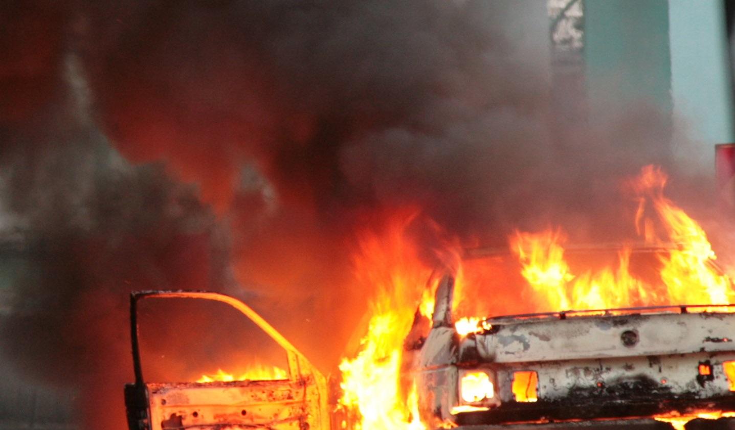 Два автомобиля сгорели вВолжском в итоге поджога
