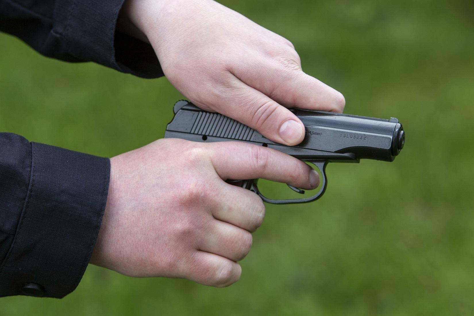 Под Волгоградом автомойщик выстрелил в гостей, есть раненые