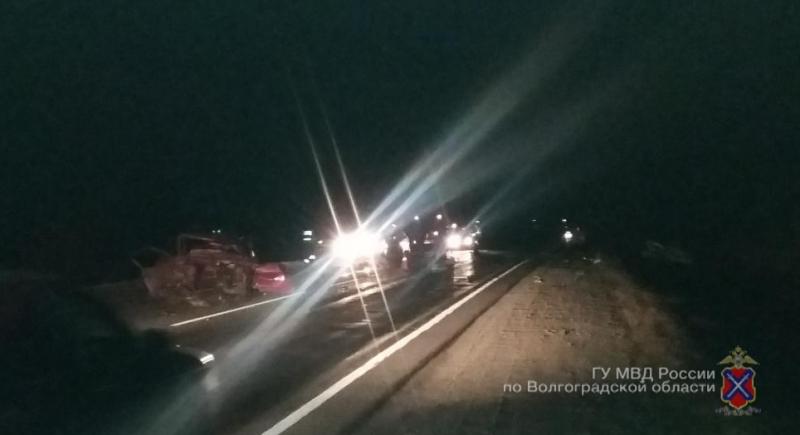 ДТП натрассе под Волгоградом: умер 1 человек, шестеро пострадали