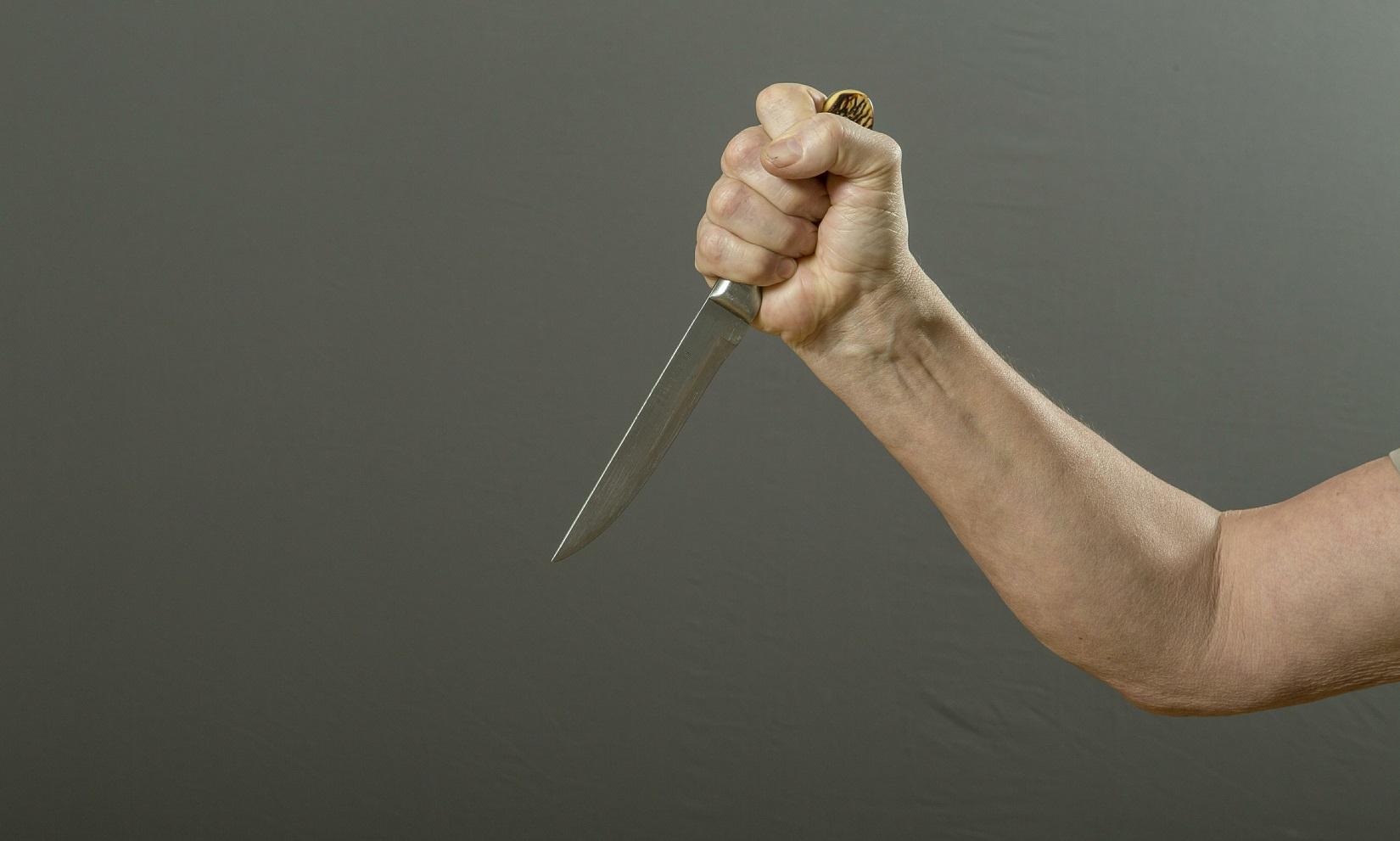 Под Волгоградом женщина ударила ножом сожителя зато, что онбезработный