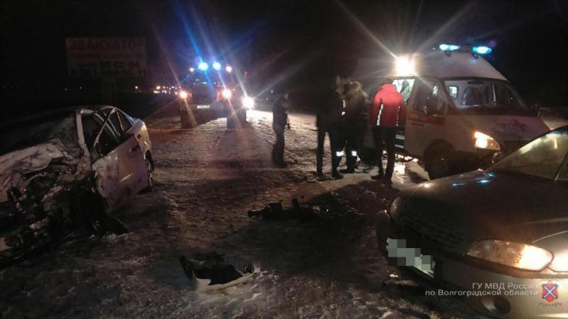 «Мерседес» намосковской трассе под Волгоградом вылетел навстречку: трое в клинике