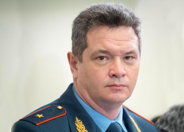 Руководитель московскогоГУ МЧС неуходит вотставку