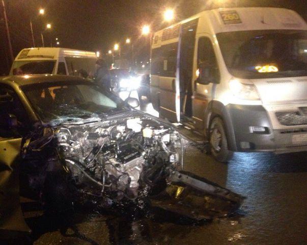 ВВолгограде столкнулись такси имаршрутка, пострадали 4 человека