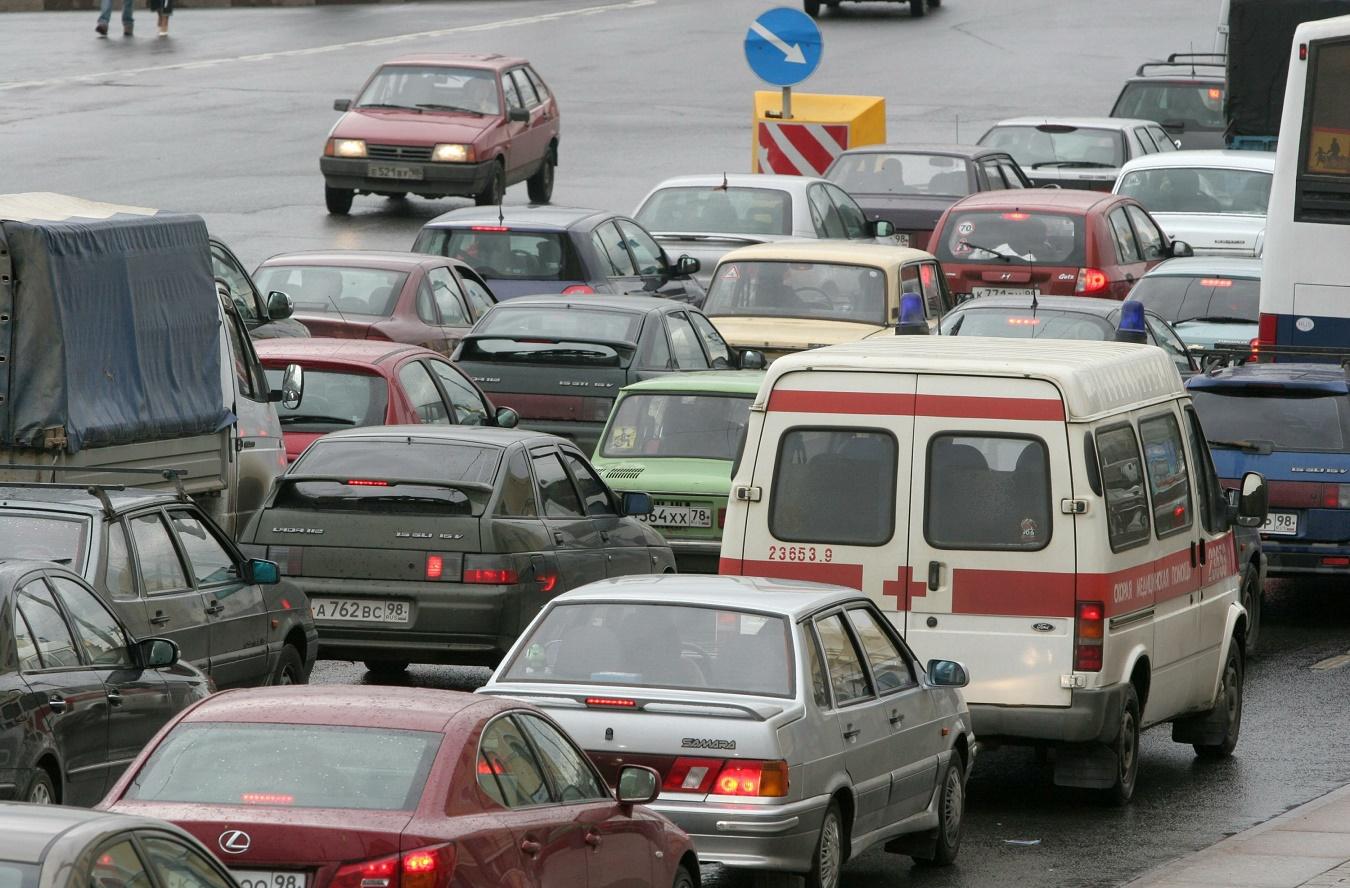 Владельцы автомобилей встали втрехкилометровой пробке вцентре Волгограда
