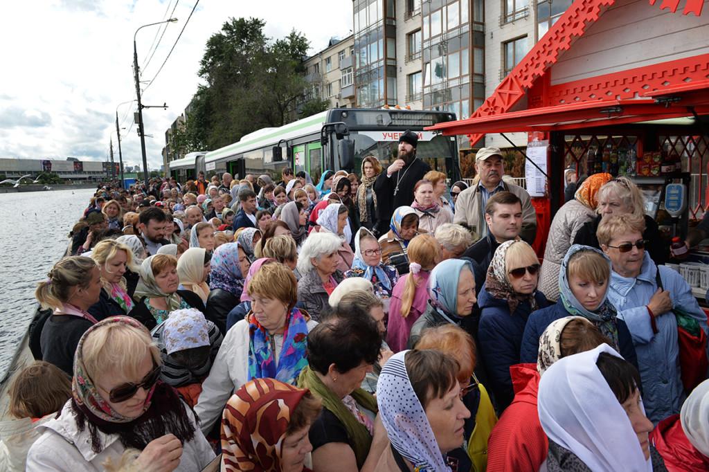 Паломников просят перенести визит кмощам Николая Чудотворца в российской столице из-за урагана
