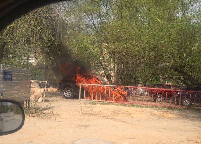 Погорячим следам отыскали поджигателей сгоревшей дотла Audi