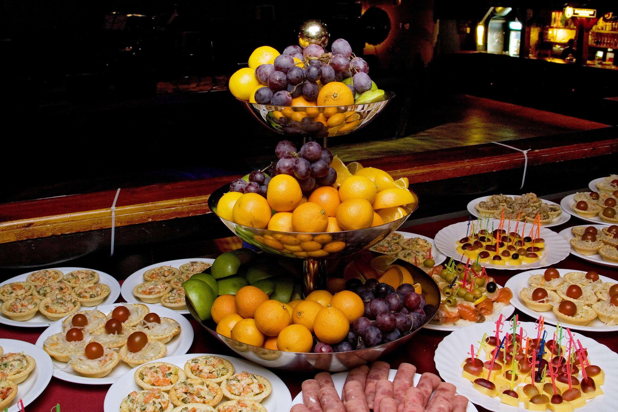 Новогодний стол вВолгограде оценили в4 тысячи руб.