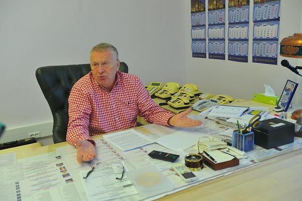 Продукты поталонам. Жириновский помечтал опервых указах напосту президента