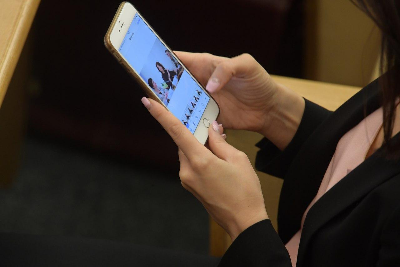 В Роскомнадзоре россиян предупредили о шпионских приложениях для телефонов