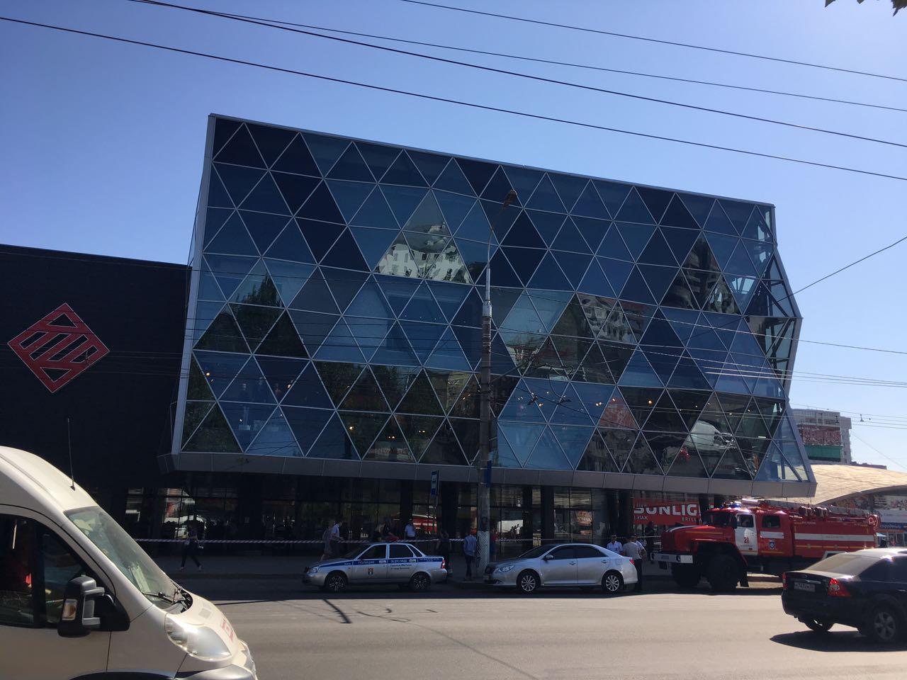 В Волгограде эвакуируют пять крупнейших торговых центров