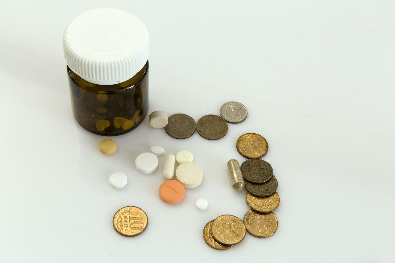 Половина жителей РФ покупает лекарства только при крайней надобности