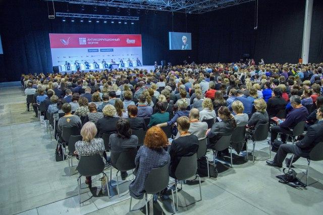 Чиновники потратили 263 млрд руб. надорогие машины исобственные прихоти