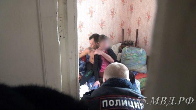 ВОмске прошлый зэк-героинщик захватил взаложники школьницу