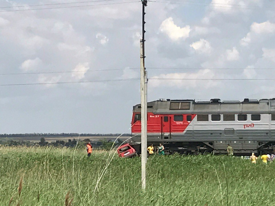Рискнул жизнью: под Волгоградом шофёр «четверки» попал под поезд