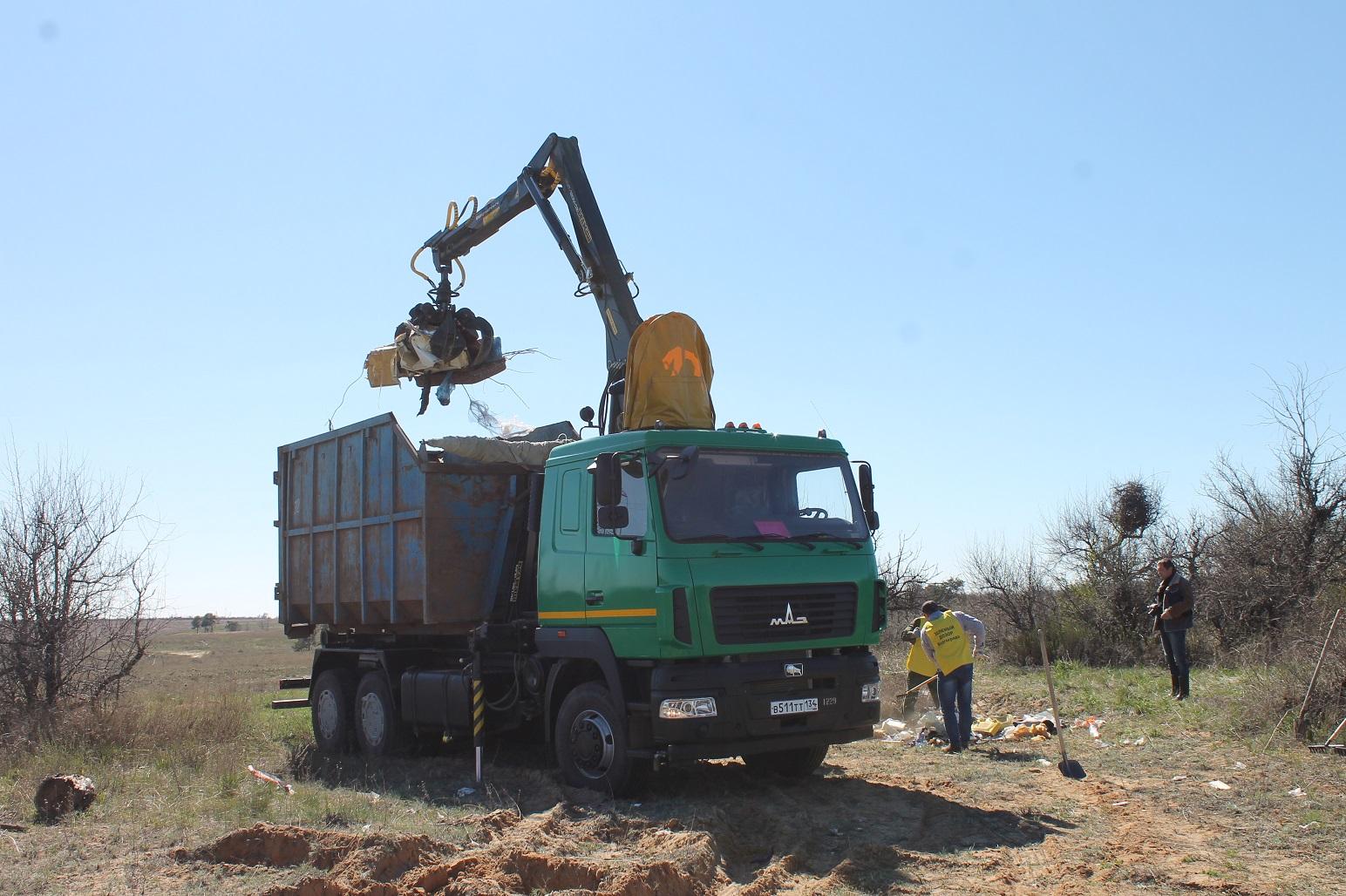 СЛысой горы впроцессе субботника вывезли 5 КамАЗов мусора