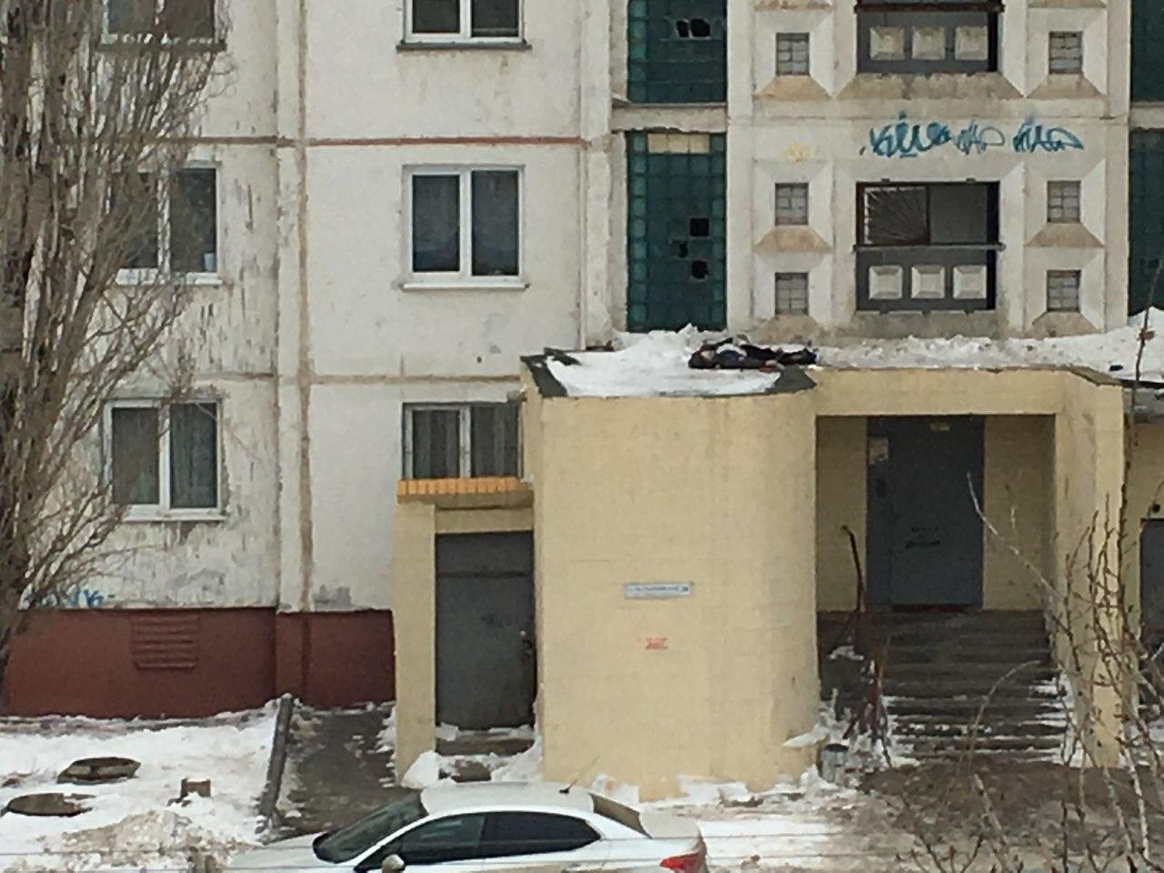 Насевере Волгограда четырнадцатилетний школьник упал с16-го этажа высотки