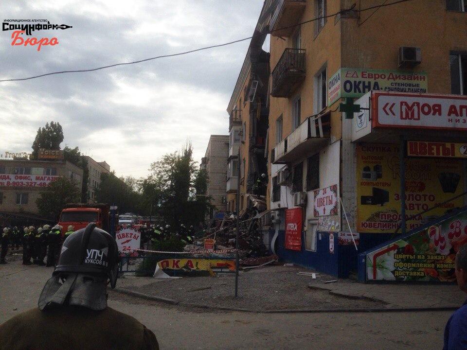 МЧС: Под завалами дома вВолгограде могли остаться люди