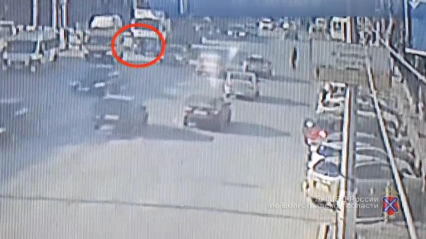 Женщина, сбитая фургоном вВолгограде, скончалась