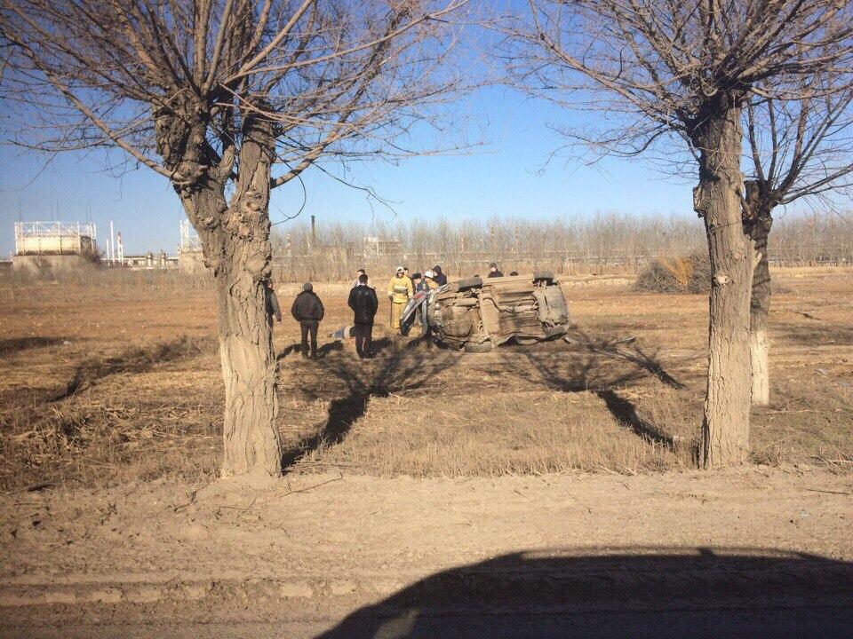 Автомобиль перевернулся вкювет наюге Волгограда