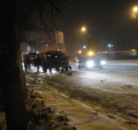 Два человека пострадали вДТП сучастием маршрутки вВолгограде