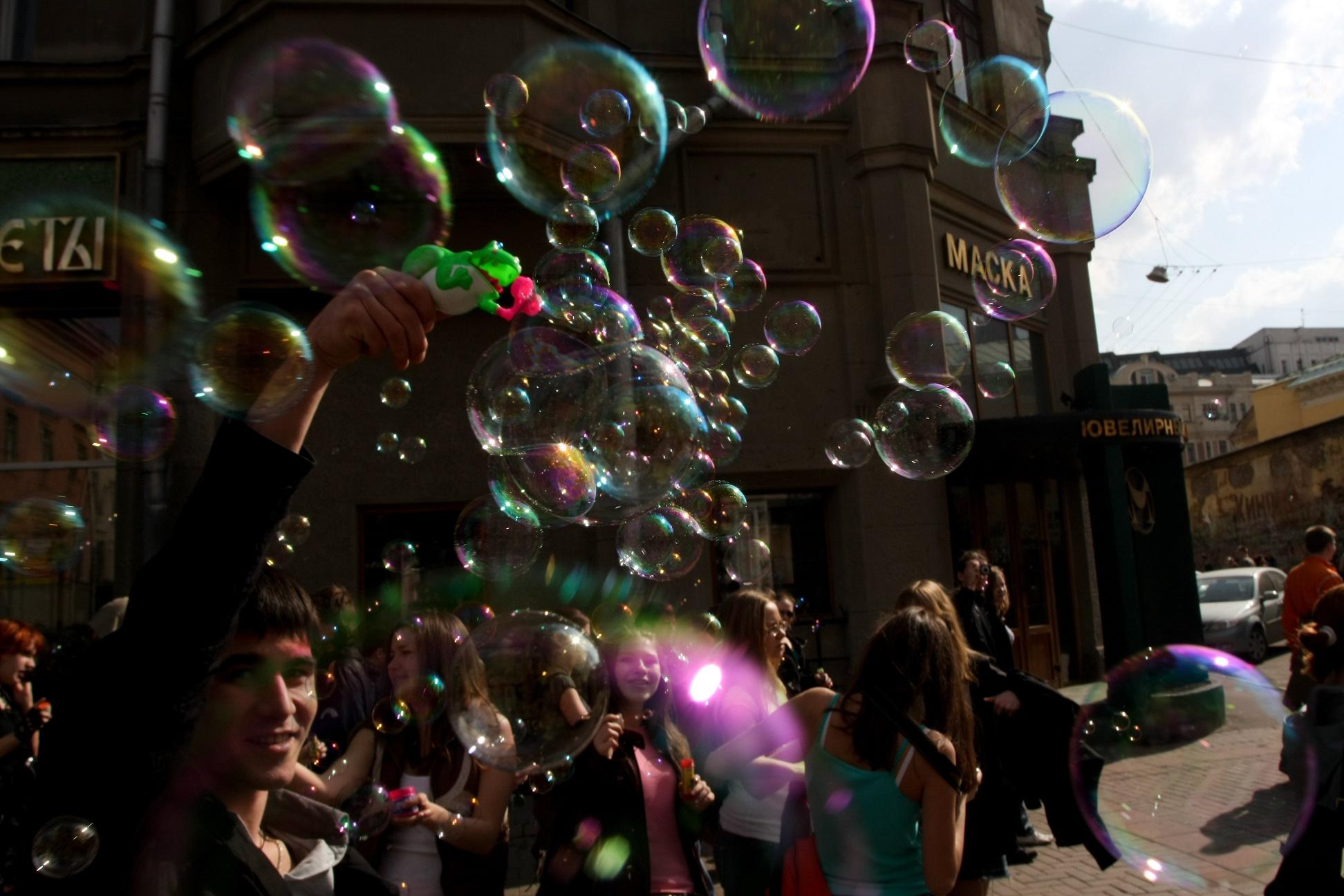 Мыльные пузыри итанцы доупаду ожидают маленьких волгоградцев вКомсомольском саду