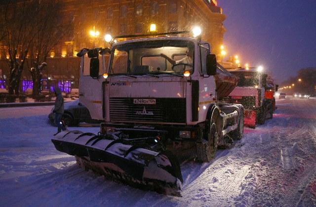 В Волгоградской области продолжают расчищать дороги