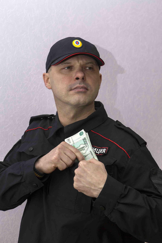 В Волгоградской области будут судить бывшего полицейского за мошенничество