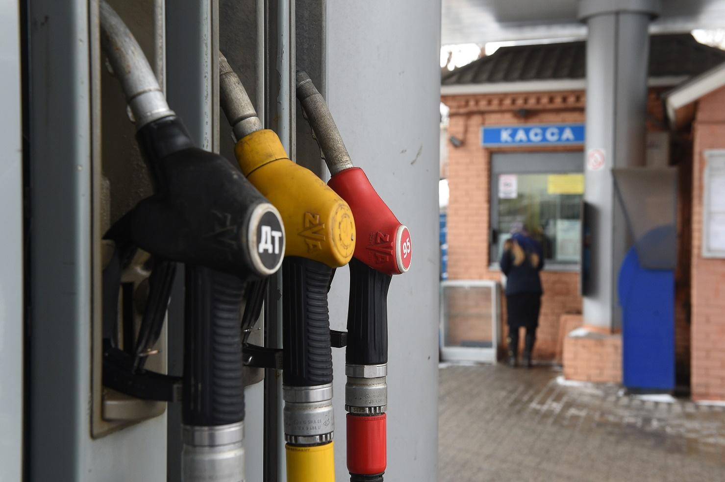 Козак проинформировал о заморозке цен набензин в РФ