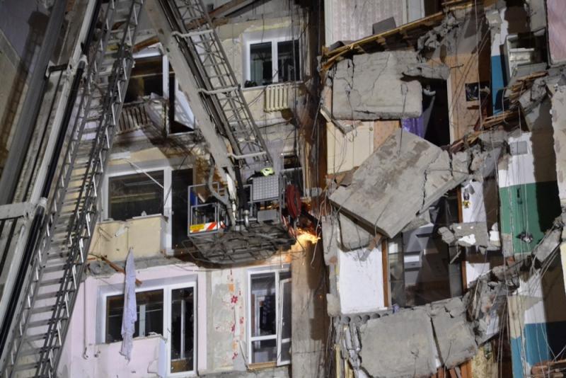 Под завалами дома в Магнитогорске могут находиться до 30 человек