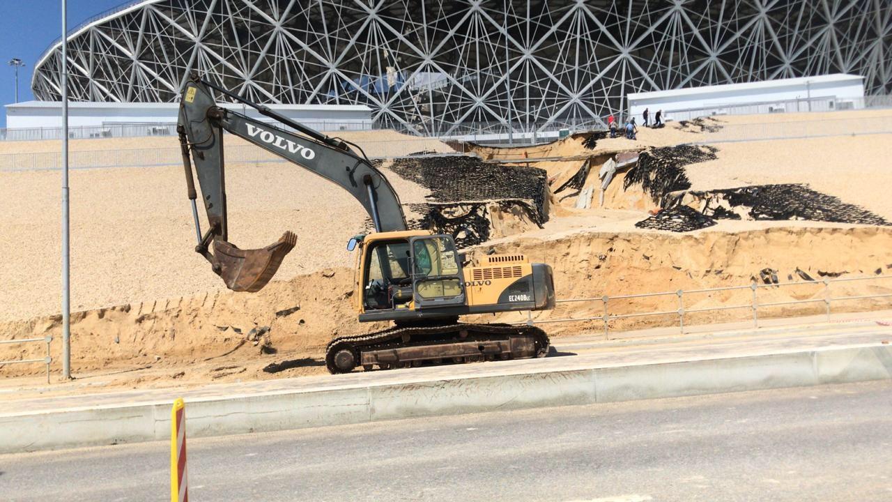 Чтобы Волгоград-Арена не уплыла в Волгу, под стадион рекой потекли деньги