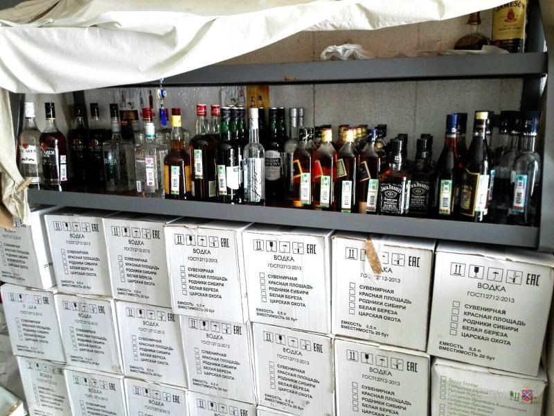 Жителя Волгоградской области могут посадить в тюрьму на 3 года за продажу контрафактного алкоголя