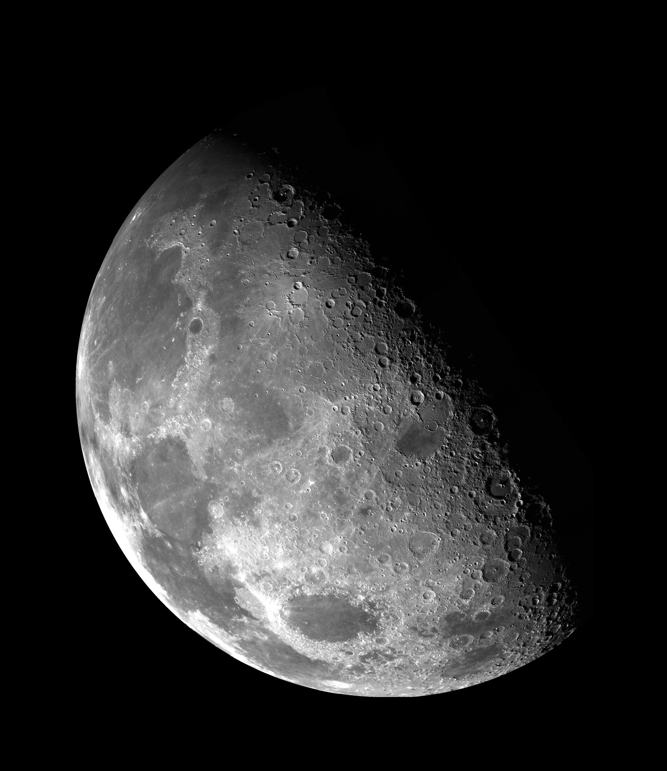 Названы имена женщин, которых отправят измерять уровень радиации вокруг Луны