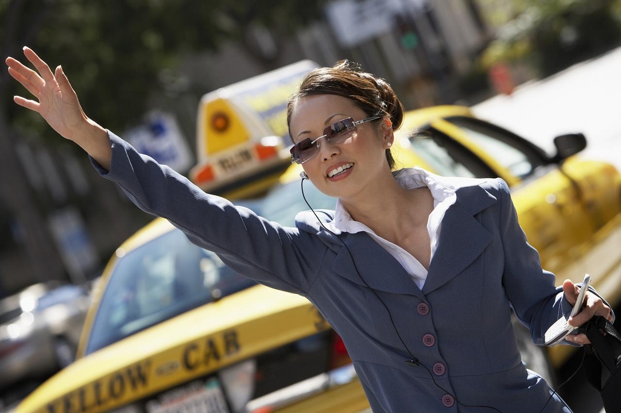 Россияне чаще всего заказывают такси по вечерам в пятницу и субботу