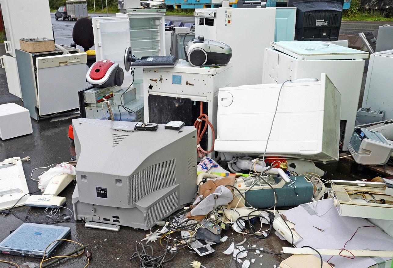 КоммунальныеКоммунальные разборки: сосед выкинул стиральную машинку соседа в окно разборки: сосед выкинул стиральную машинку соседа в окно