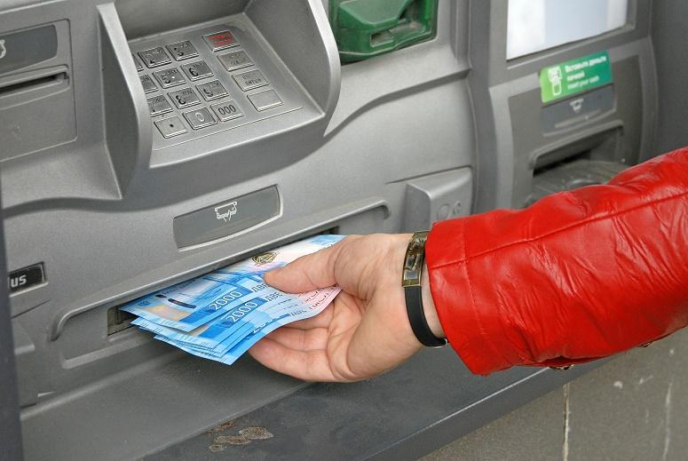 Снятие порчи и блокировка карт. Что еще заставляет волгоградцев отдавать свои деньги мошенникам?