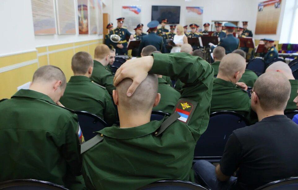 Военком в Волгограде за «отсрочку» от армии взял взятку в 85 тысяч рублей
