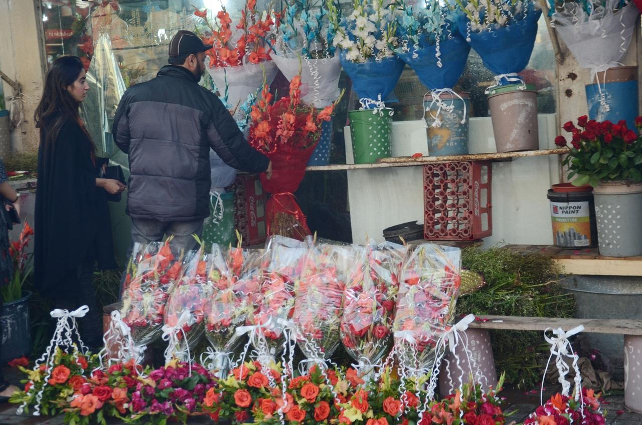 В Волжском будут выявлять нелегальных цветочных продавцов