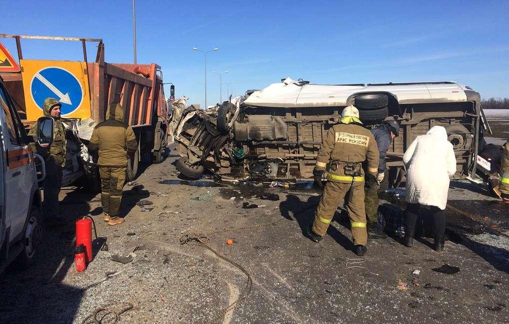 """В пресс-службе """"Автодора"""" сообщили, что участок трассы, на котором произошло ДТП, перекрыт."""