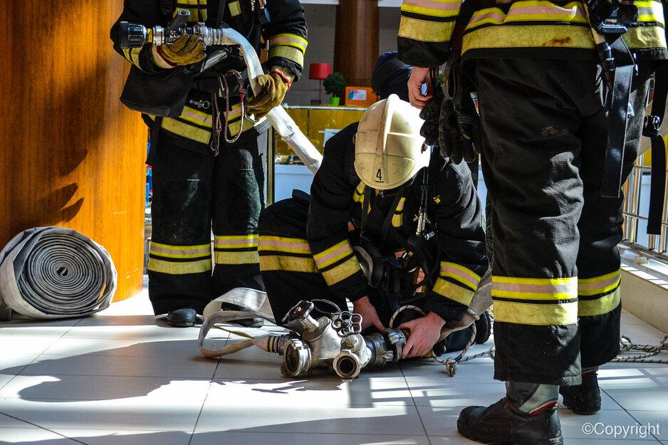В Волгоградской области достали из огня человека