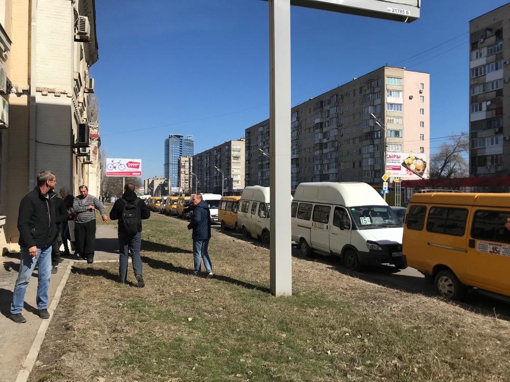 В центре Волгограда «сломались» около 30 маршруток