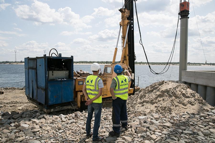 Бочаров проинспектировал строительство берегукрепления в сторону Краснооктябрьского района