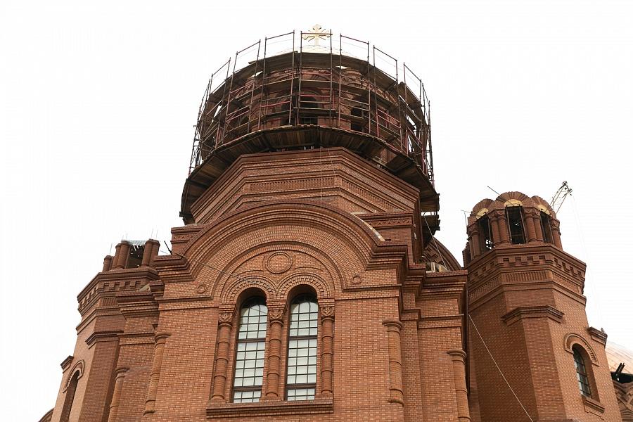 Обустроят кровлю и установят все колокола на храме Александра Невского к осени 2019