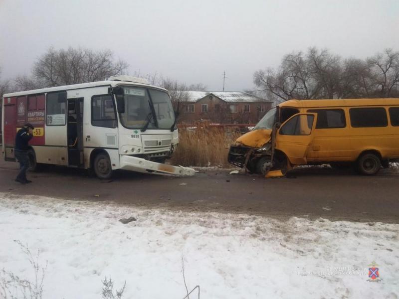 В Волгограде автобус протаранил маршрутку