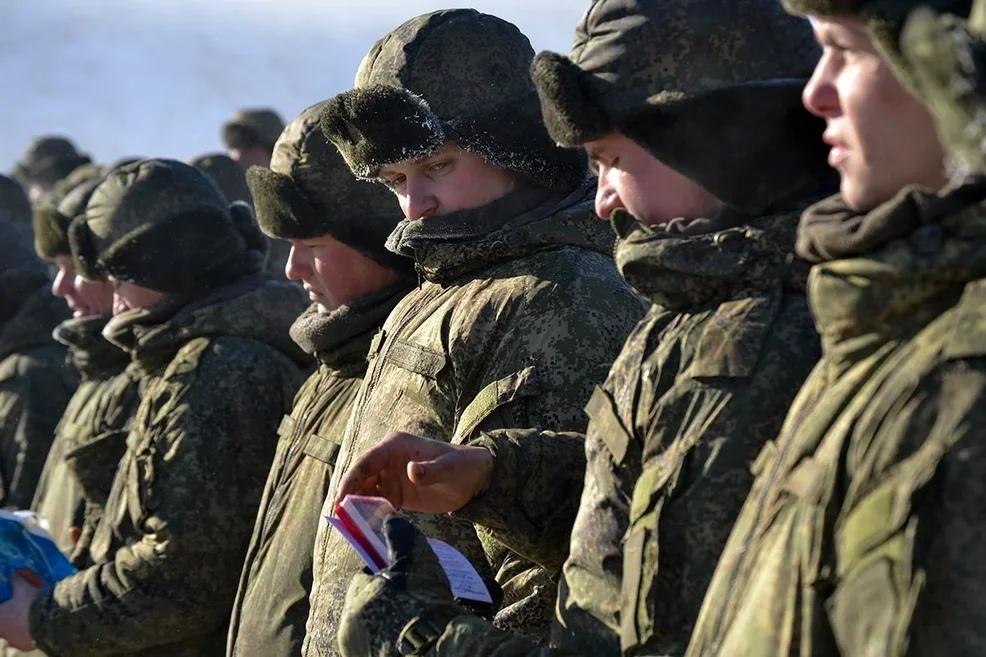 ГД РФ запретила военным сообщать информацию о себе в интернете